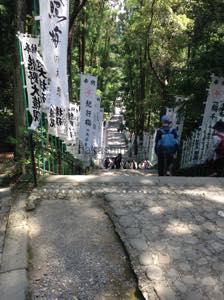 熊野本宮大社への下り階段
